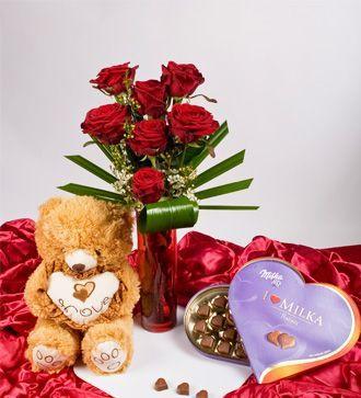 Trandafiri cu ursulet si bomboane de ciocolata