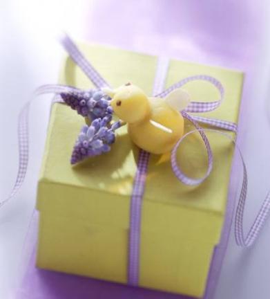 Un ou de Paste sau o prajitura intr-o cutiuta decorata