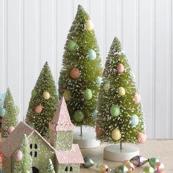 Sat cu pomi decorati cu oua de Paste - rshcatalog.com