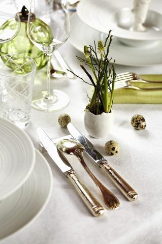 Ouale decorative si firele de iarba sau crengutele nu trebuie sa lipsesca