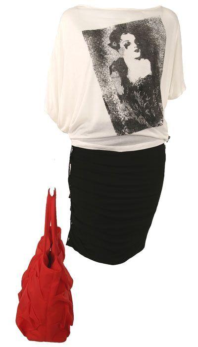 Bluza imprimeu, fusta incretituri, geanta rosie