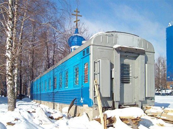 Vagon de tren transformat in biserica
