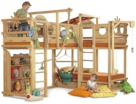 Paturi cu loc de joaca pentru copii