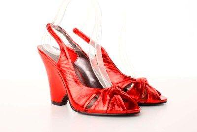Sandale rosii din material lucios