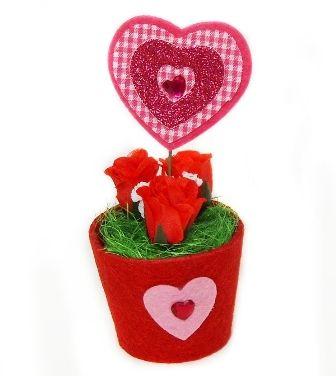 Ghiveci decor masa cu flori si inima