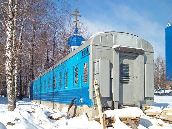 Vagon de tren transformat in biserica. Oare are si caldura?