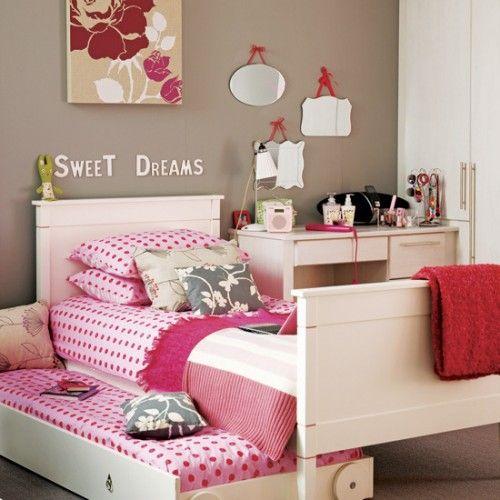 Camera de fata elemente clasice roz-alb