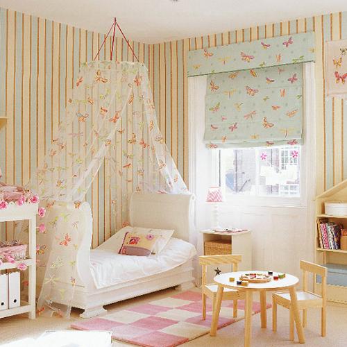 Camera de fata, decorata cald si armonios