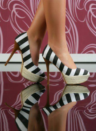Pantofii cu platforma in stil navy