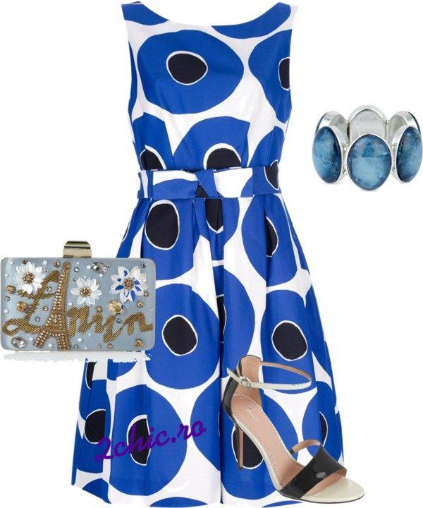 Rochie albastra cu buline negre, bratara, poseta si dandale