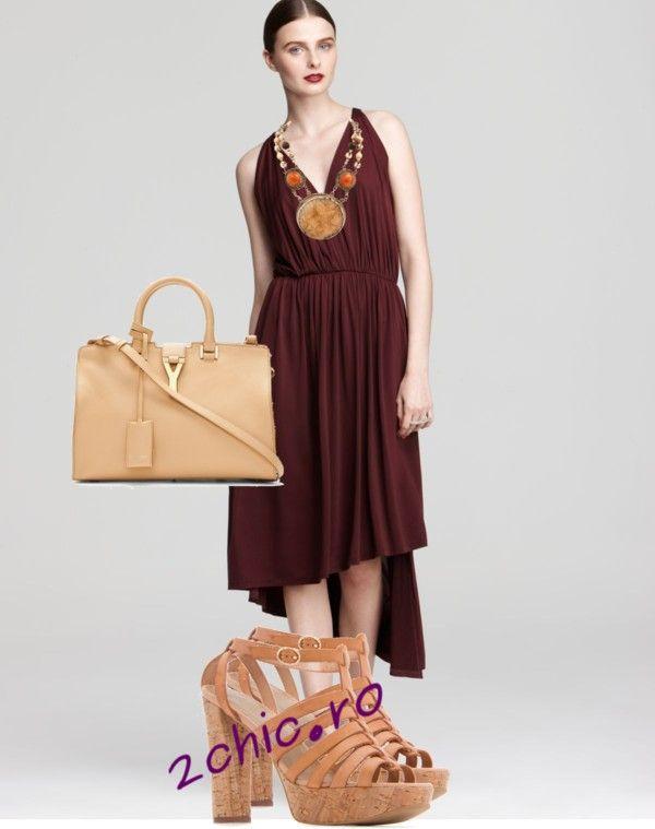 Rochie model grecesc accesorizata cu colier, geanta si sandale coral
