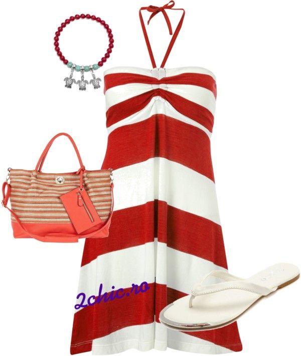 Rochie rosu cu alb pentru plaja, slapi albi, geanta plaja coral cu crem