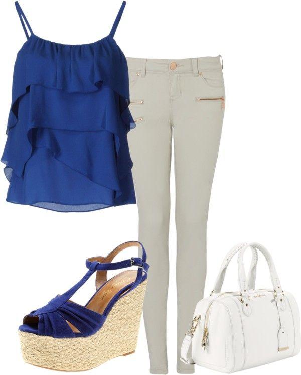 Tinuta top albastru, blugi skinny gri, geanta alba, sandale cu platforma