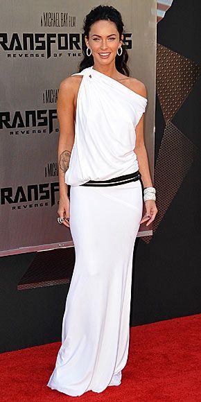 Megan Fox in  toga alba