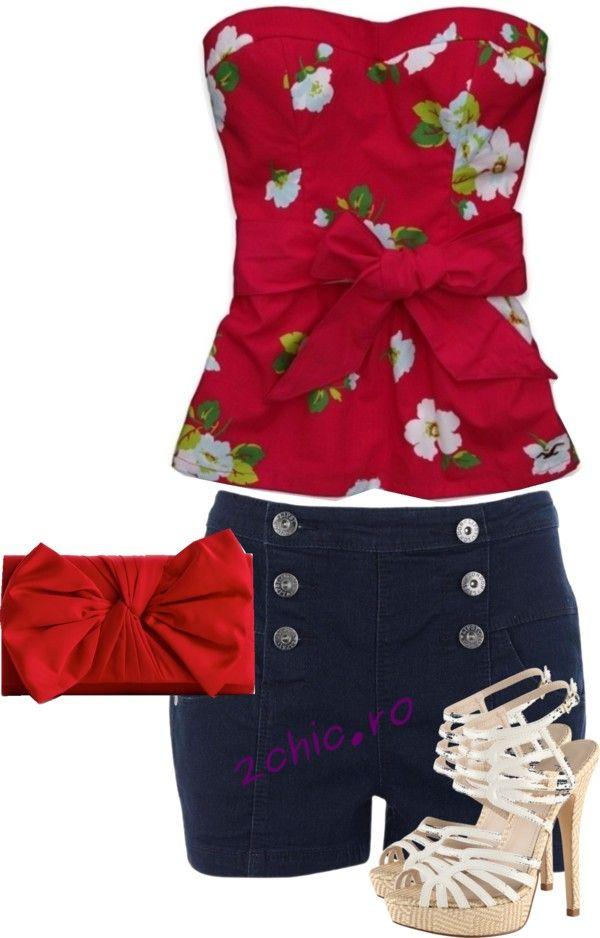 Top floral cu pantaloni scurti albastrii, poseta rosie, sandale albe