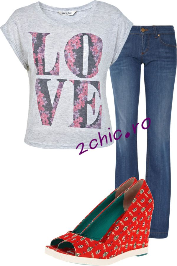 Blugi asortati cu tricou gri si sandale rosii cu flori