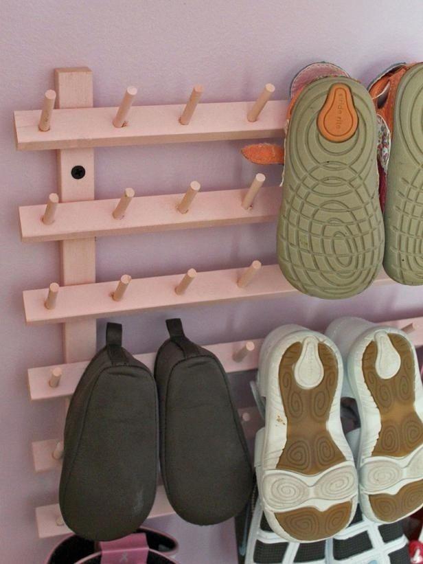 Rafturi de pantofi din multe cuiere de lemn