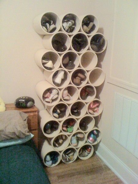 Rafturi de pantofi din teava PVC taiata
