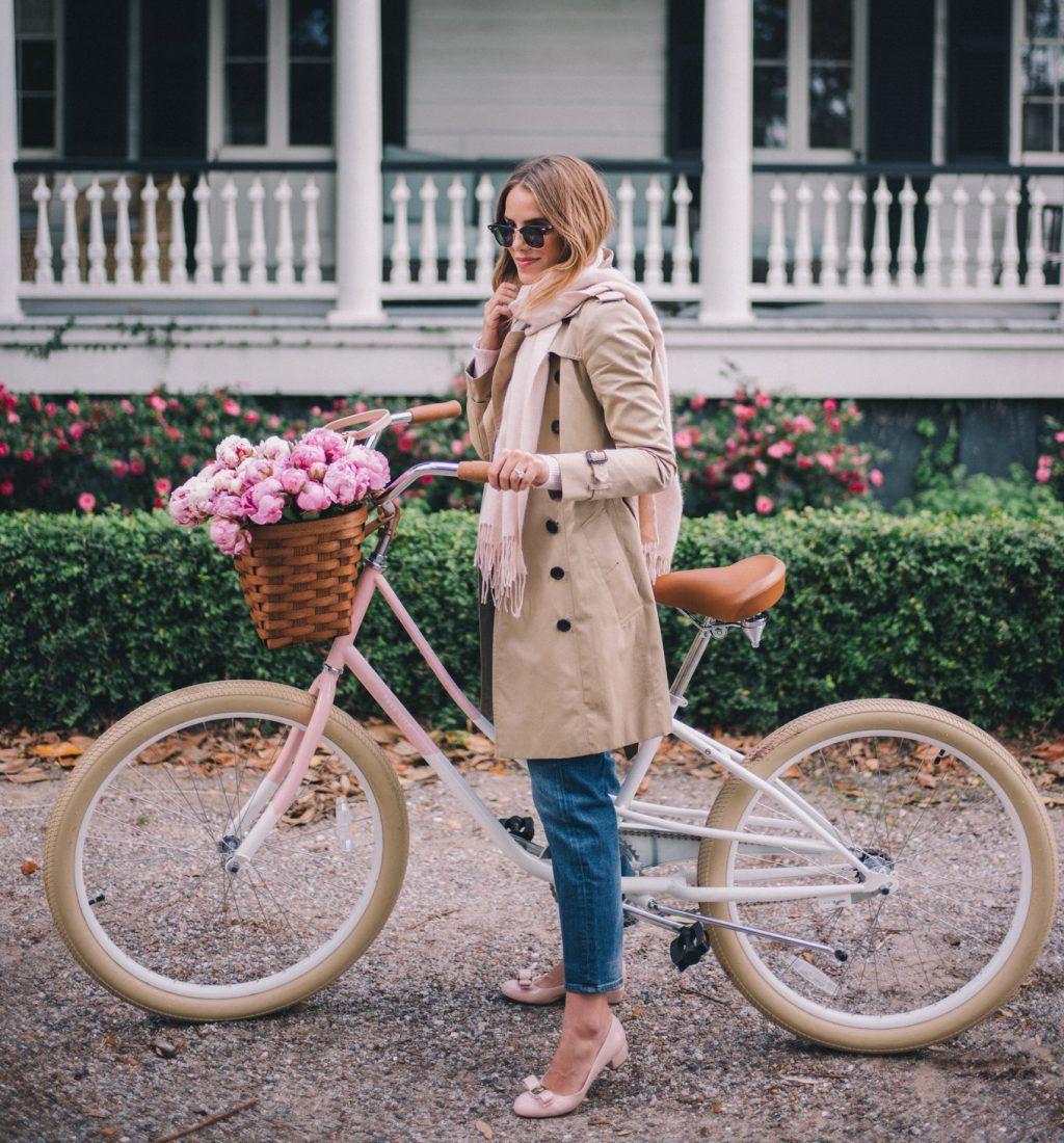 chic-pe-bicicleta-cu-trenci-si-balerini