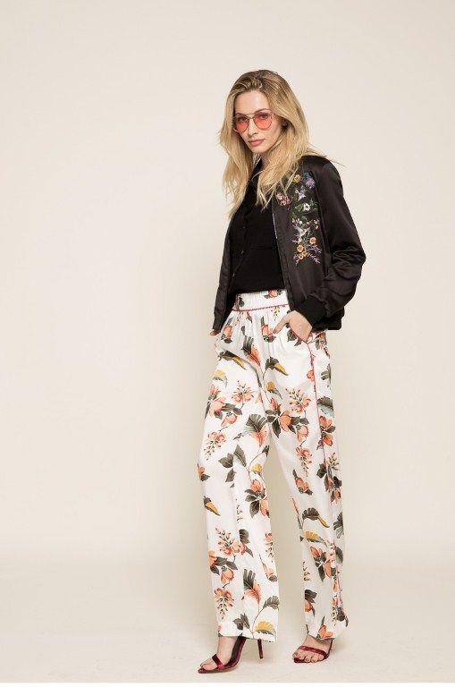 pantaloci-cu-imprimeu-floral