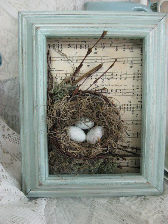 rama de lemn cu fila veche si cuib cu oua