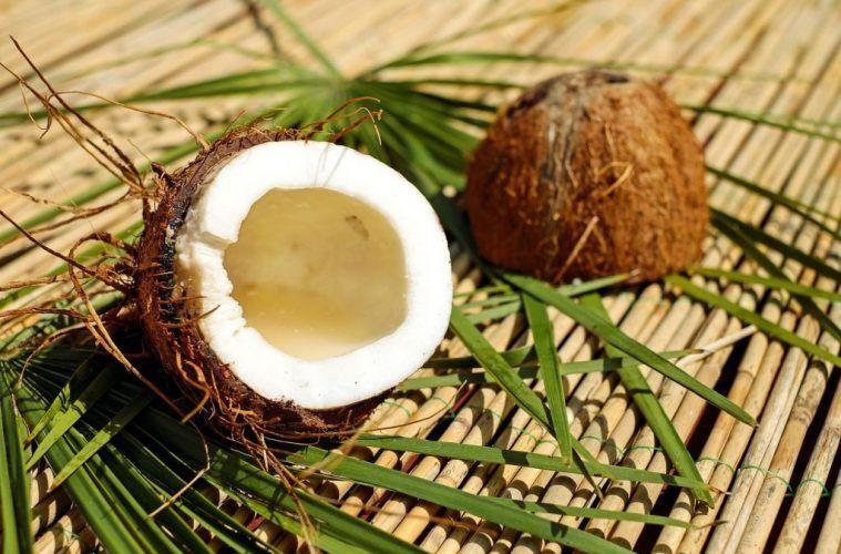 8-idei-de-ingrijire-cu-ulei-de-cocos-1