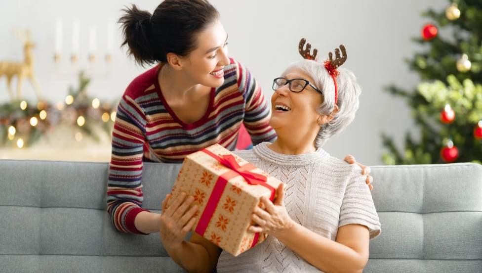 Cadouri cosmetice de Crăciun pentru mama