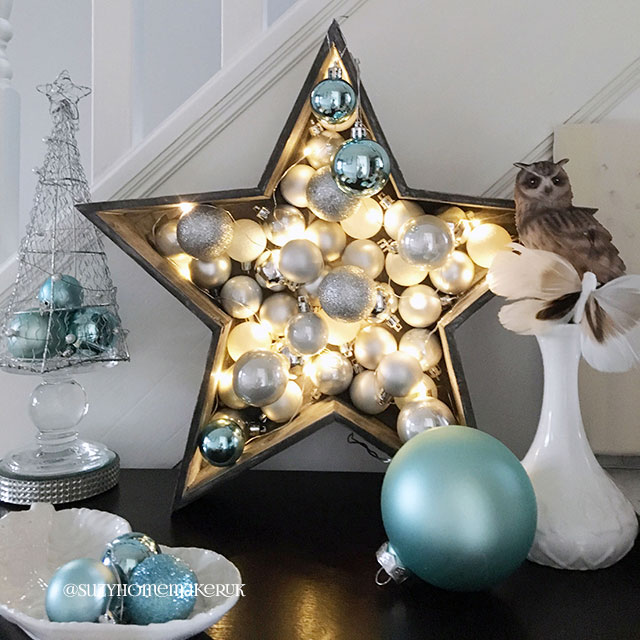 Idei noi de decorare a holurilor, vazelor, coronițelor și meselor  cu globuri în acest Crăciun