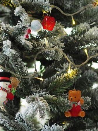 Este un brad artificial de Crăciun mai ecologic decât unul real?
