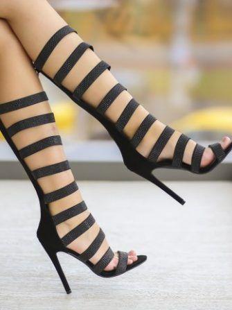 Sandale gladiator, la moda vara asta