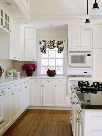 Transformarea bucatariei cu dulapuri albe