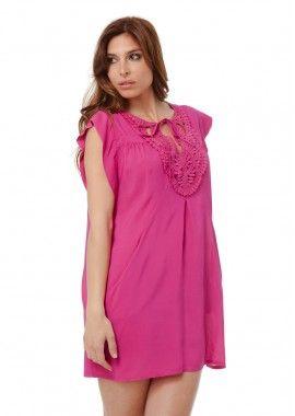 rochie de culoare roz bombon decolteu rotund cu aplicatie crosetata